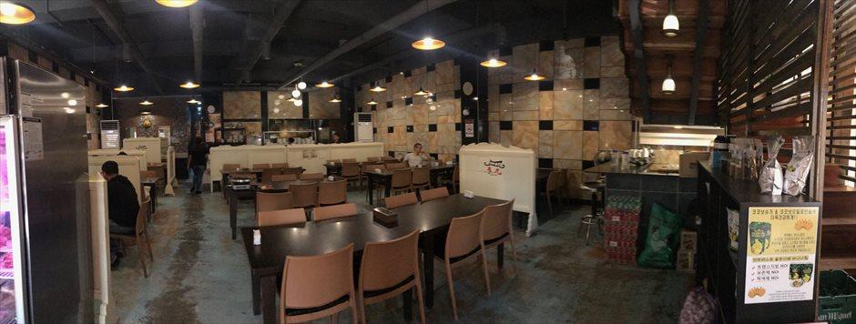 マクタン空港近くの韓国料理店・ダレウォンの内装
