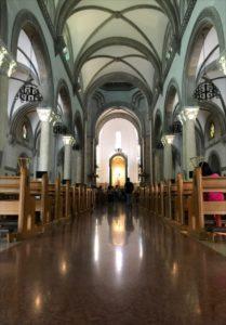 マニラ観光スポットのマニラ大聖堂内
