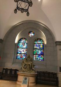 マニラ大聖堂内のステンドグラス