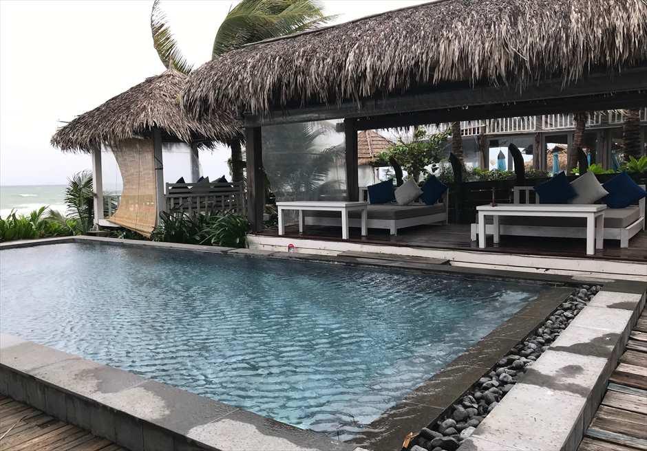 ベトナム おすすめレストラン ショア・クラブ プール