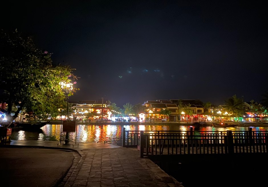 ベトナム ホイアン旧市街 リバーサイドの夜景